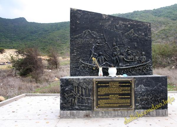 Bia tưởng niệm cuộc vượt ngục ngày 12/12/1952